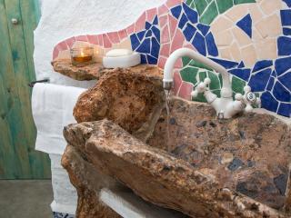El lavabo, con grifería de 1ª. Con un diseño que mima las formas redondeadas y armoniosas.