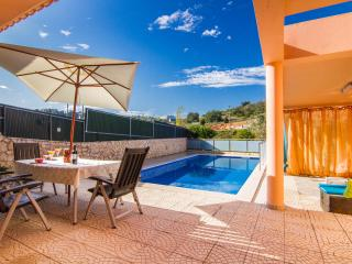 Park-view villa with private pool, free wifi, Albufeira