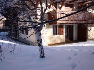 Chalets D'Or - close to the piste, with TV & wifi