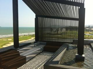Luxury apartment right on the beach & golf course, Hua Hin