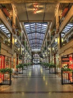 The Grove Arcade is nearby, with many wonderful restaurants and shops