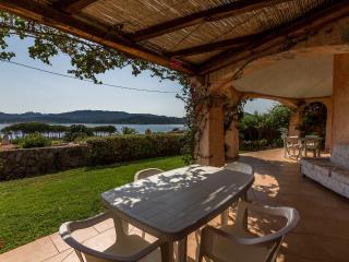 fantastic sea view villa 100 meters from the beach, Cannigione