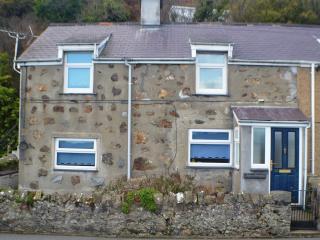 Ty'n Y Ffynnon Cottage by Pwllheli Marina.