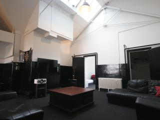 Princes Street Private Loft Apartment 21 Beds, Edimburgo