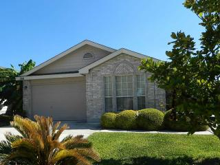 Lackland AFB & SeaWorld Vacation, Nice, Comfortable & Private One Story House, San Antonio