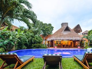 Villa Laguna Encantada, Up to 18 guests Akumal