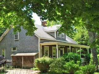 JORWT - Unique and Charming Summer Home, Beautiful Decor, Fabulous West Tisbury Beaches, Convenient Location