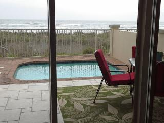 Beachfront, Private Heated Pool, 4 Bedrooms, Port Isabel