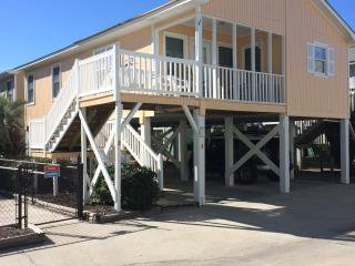 SeaLaVie 2BR/2BA Oceanview raised house sleeps 8, Garden City Beach