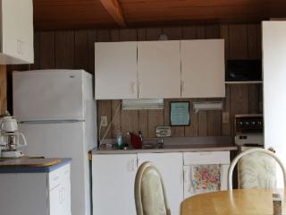 Twin Cedars Cottage 1 - Waterfront 3 bedroom, Hastings