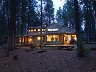 Premiere Black Butte Golf Home *w/ Hot Tub & Sauna, Sisters