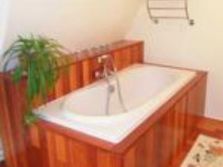 Suite familiale - Baignoire de la salle de bains