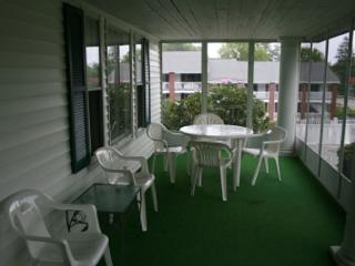 Beautiful 4BR House, Pool, Free Daily Breakfast