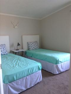Third Bedroom / Two Twin Beds