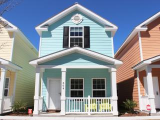 BEAUTIFUL COMFORTABLE TOWNHOME ONE BLOCK TO BEACH