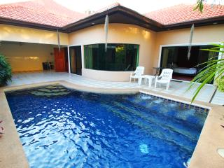 Cosy Beach 3 Bedroom Pool Villa, Pattaya