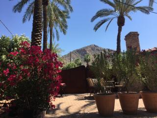 PRIVATE 1.6 ACRE ESTATE GUEST VILLA CAMELBACK VIEW