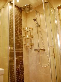 Castle View House - bathroom