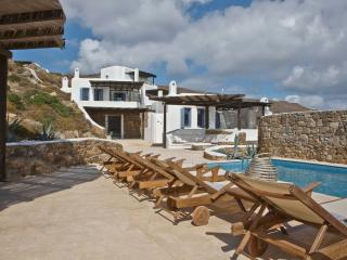 Mykonos Panormos 2 Bedroom Villas, sharing pool