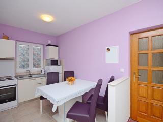 Apartment Nada - 46961-A1, Kastel Kambelovac