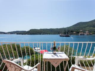Villa Malfi - One-Bedroom Apt with sea view (A5)