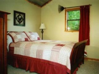 Back Bedroom Creekside Cabin