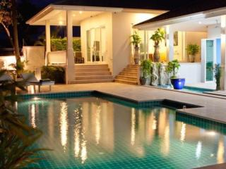 Luxury pool villa with stunning seaview