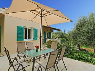 Villa Kiki: Traditional house in between the olive grove, very close to St