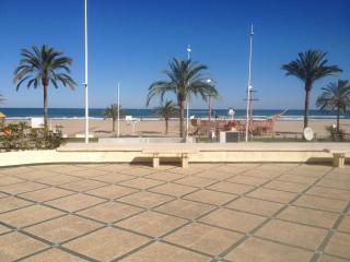 Alquiler apartamento 1a linea playa Gandia