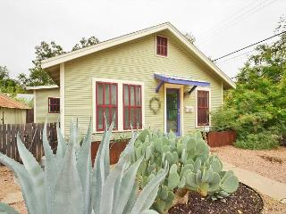 East Austin 2BR Bungalow - Walk to Downtown, 6th, Rainey and More!