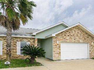 """3BR/2BA Upgraded, Spacious House in Safe Harbor, Sleeps 8 """"THE PLACE TO BE!"""", Port Aransas"""