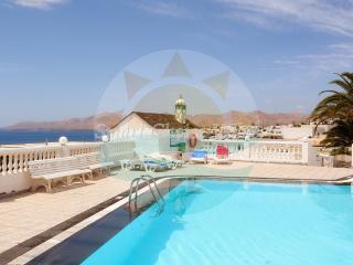 Vibrant Apartment on a Complex with a Pool, Puerto del Carmen