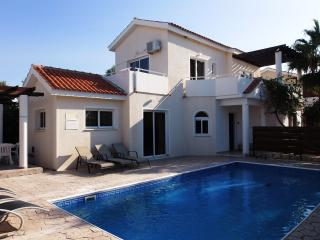 Coral Bay - Prime Location  - 4 Bed Villa - Pool, Paphos