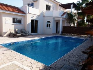 Coral Bay 4 Bed Villa - Prime Location - Pool, Pafos