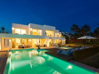 Beachfront Luxury 6 bedroom 5 star ultra modern