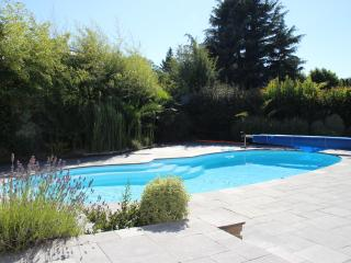 STUDIO LE VAL POREE WITH SWIMMING POOL NEAR BEACH, Dinard