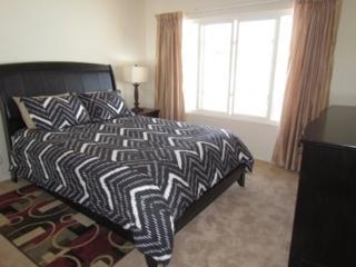 WONDERFULLY FURNISHED 3 BEDROOM DUPLEX, Newport Beach