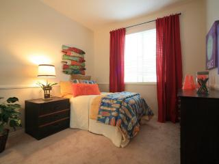 COMFORTABLE AND FURNISHED 3 BEDROOM TOWNHOUSE IN NEWPORT BEACH, Newport Beach