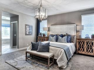 STYLISH AND RELAXING FURNISHED 3 BEDROOM 2 BATHROOM HOME WITHIN PAVILION PARK, Newport Beach
