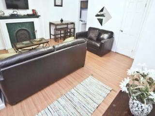 Charming Details Throughout - 2 Bedroom Apartment near Theater District, Nueva York