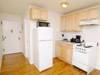 Clean and Spacious Studio Apartment in the Heart of Hell's Kitchen, Nueva York