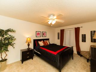 LUXURIOUS AND FURNISHED 2 BEDROOM CONDO IN NEWPORT BEACH, Newport Beach