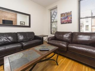 Large and Comfy 2 Bedroomr Apartment in Midtown West, Weehawken
