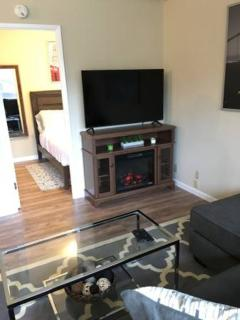 Fully Furnished 1 Bedroom ready for move in. (burlingame), Burlingame