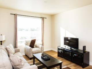 LOVELY AND VIBRANT FURNISHED 2 BEDROOM 2 BATHROOM CONDOMINIUM IN A CONVENIENT LOCATION IN ORANGE COU, Santa Ana Heights