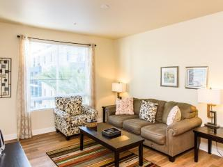CHARMING AND VIBRANT FURNISHED 2 BEDROOM 2 BATHROOM CONDOMINIUM IN A CONVENIENT LOCATION IN ORANGE C, Santa Ana Heights