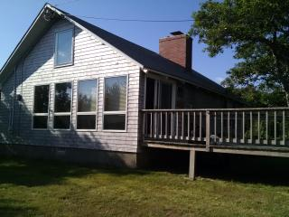 2 bedrooms plus loft, steps from private beach., East Sandwich