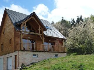 Maison de charme tout en bois dans verdure