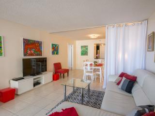 Artistic modern 1 bedroom condo, sleeps 4, Miami