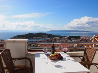 Above city center with best Sea View!!, Makarska